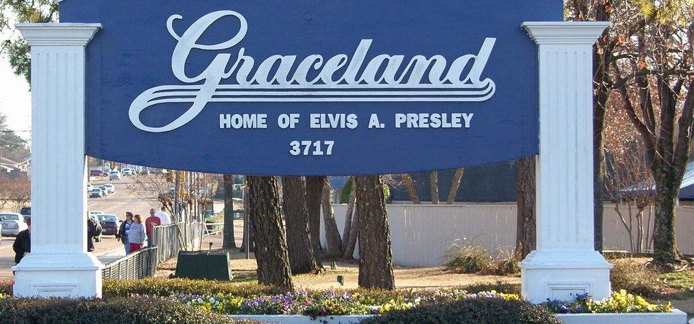 Vchod do Elvisova vysněného Gracelandu