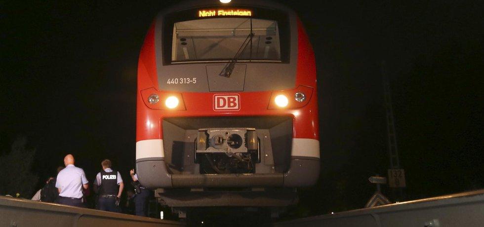 Vlak do Würzburgu, kde 17letý mladík nožem a sekerou zranil čtyři cestující (Zdroj: ČTK)