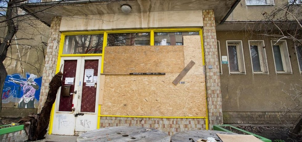sociální centrum Klinika v pražské Jeseniově ulici po žhářském útoku