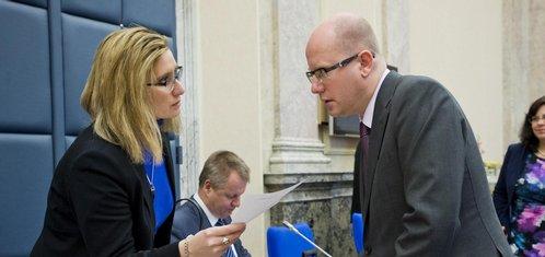 Vláda neví, co si počít s 300 úředníky, kteří rozdělují eurodotace