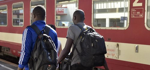 Česko přestane zadržovat Syřany, uvolní jim cestu do Německa