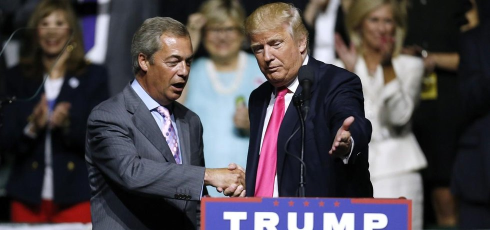 Nigel Farage (vpravo) a Donald Trump