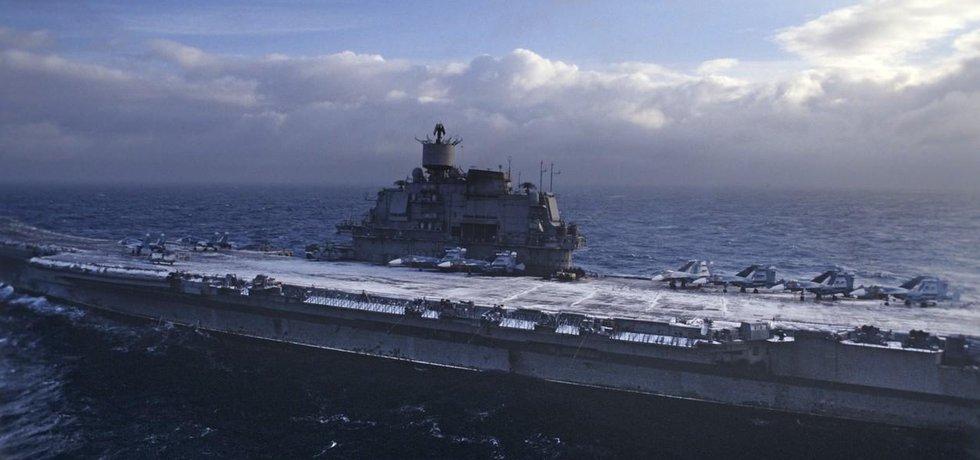 Jediná ruská letadlová loď Admirál Kuzněcov zamířila k syrským břehům.
