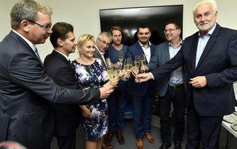 Zástupci vítězného hnutí ANO podepsali 26. října v Brně koaliční smlouvu pro Jihomoravský kraj s ČSSD, Starosty pro Jižní Moravu a TOP 09 s Žít Brno