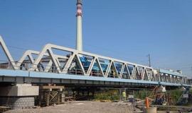 Kontroverzní rekonstrukce železničního mostu přes Labe v Kolíně zlomila vaz šéfovi Ředitelství vodních cest (ŘVC) Miroslavu Šefarovi. Podle důvěryhodných zdrojů deníku E15 podepsal Šefarovo odvolání už v pátek nový ministr dopravy Radek Šmerda. Důvodem jsou údajná pochybení ve výběrovém řízení na zhotovitele, která dokonce vedla ministerstvo k tomu, že podalo podání k antimonopolnímu úřadu.