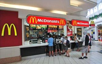 Prodejna řetězce McDonald v Číně (ilustrační foto)