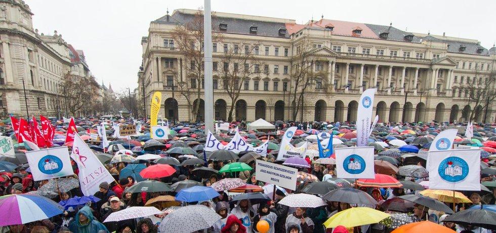 Protesty maďarských učitelů