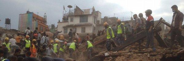 Humanitární organizace: v Nepálu může být až patnáct tisíc obětí