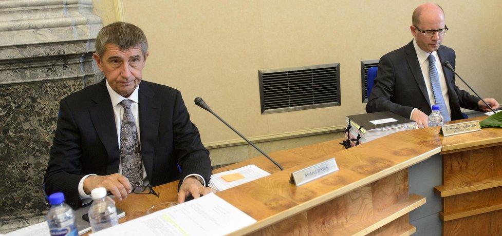 Ministr financí Andrej Babiš a premiér Bohuslav Sobotka (vpravo)