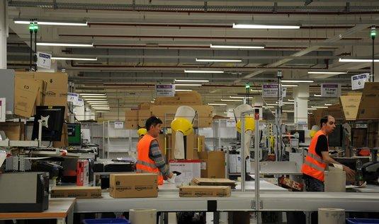 Sklad logistické a zásilkové firmy Amazon v Německu