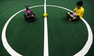 Roboti dnes již hrají i fotbal. (Foto: Profimedia)