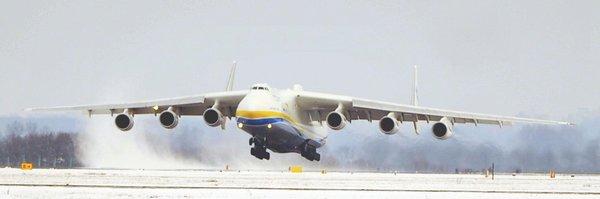 Největší letoun na světě v Česku: v Mošnově přistál ruský Antonov