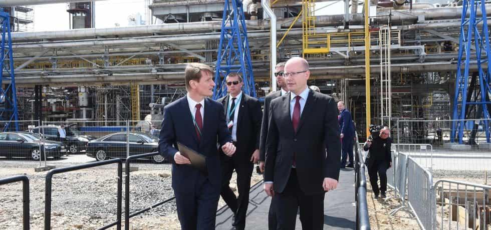 Slavnostní zahájení výstavby nové polyetylénové jednotky v chemickém areálu holdingu Unipetrol v Litvínově-Záluží. Na snímku premiér Bohuslav Sobotka a generální ředitel a předseda představenstva Unipetrolu Marek Świtajewski.