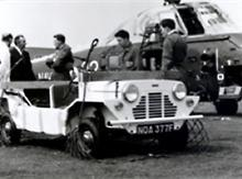 "Mini Moke (1964): ""malý Jeep"""