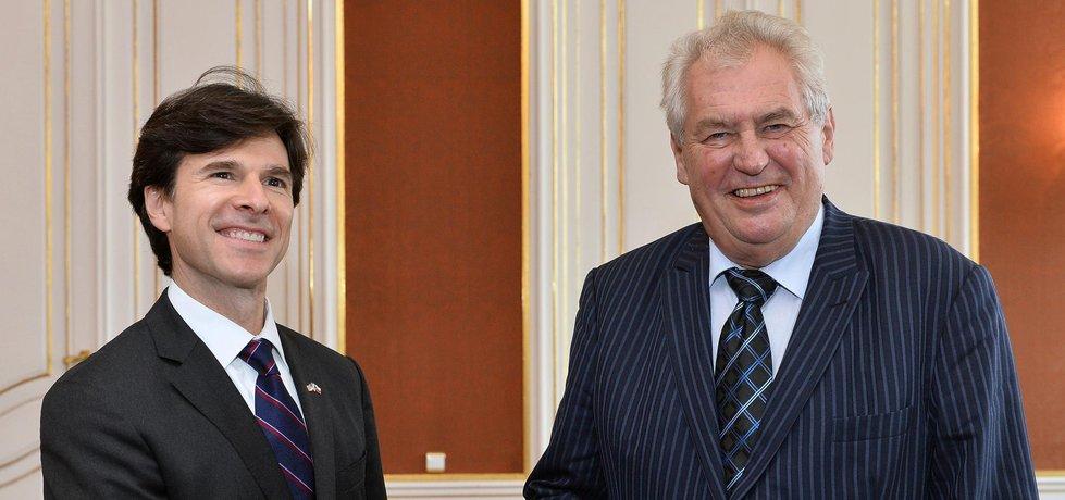 Americký velvyslanec Andrew Schapiro a český prezident Miloš Zeman