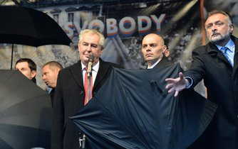 Ochranka chrání prezidenta Miloše Zemana před vejci