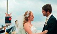 Svatba na kolejích v klipu ČD
