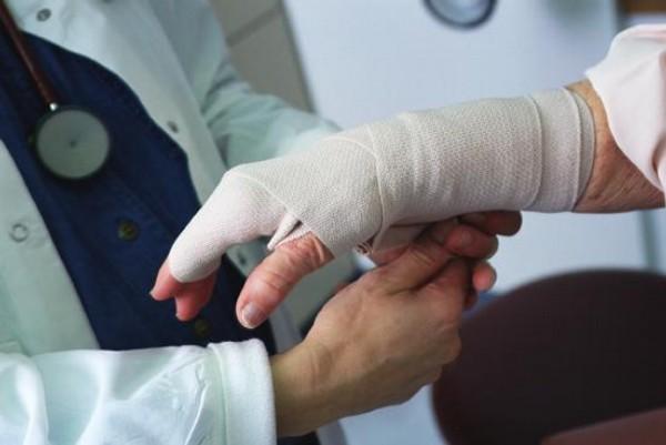 ruka, úraz, zlomenina