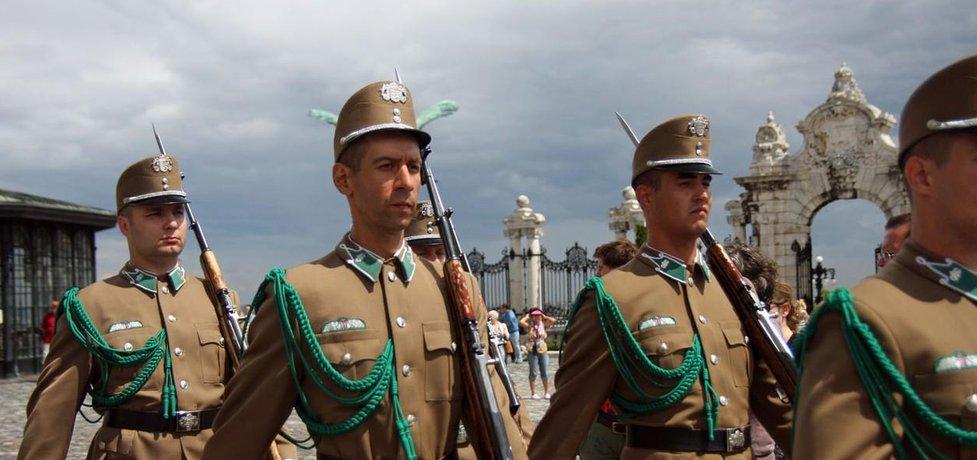 Střídání stráží v Sándorově paláci, oficiálním sídle maďarského prezidenta v metropoli Budapešti