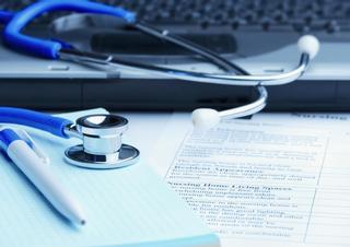 stetoskop, klávesnice, dokumenty, počítač