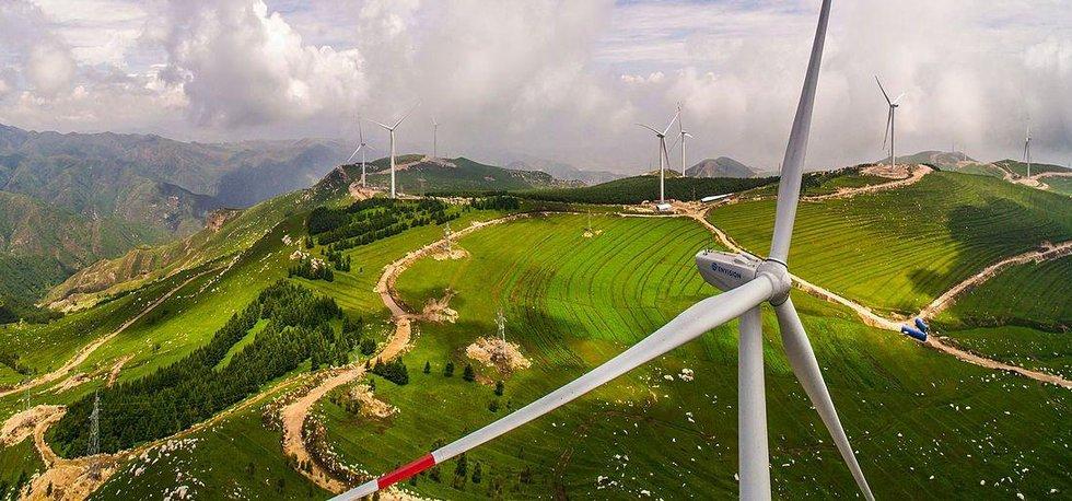 Větrné elektrárny v Číně (Autor: Hahaheditor12667, CC BY 4.0, Wikimedia Commons)