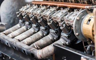 Spalovací motor