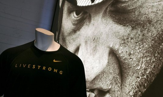 Nike rozvzala reklamn smlouvu s Lancem Armstrongem
