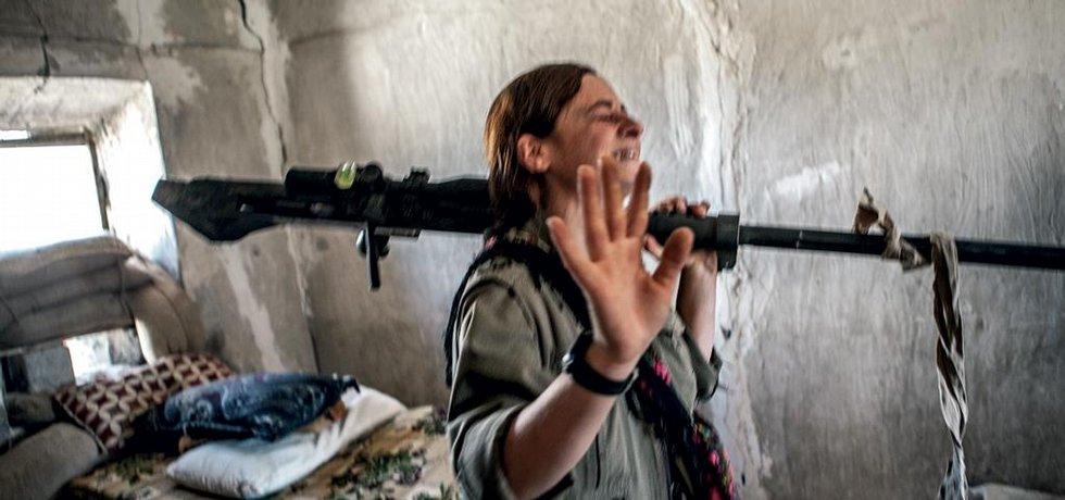 Příslušnice PKK právě dokončila akce a zlikvidovala auto Islámského státu