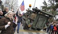 Americké konvoje přijely do Česka, podél silnic je vítaly tisíce lidí