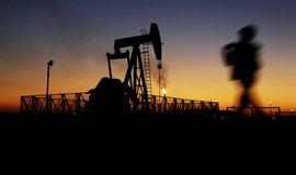 Ceny ropy zůstanou u dna až deset let, míní největší obchodník světa