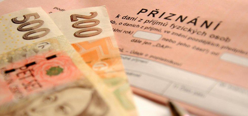 Bohatí by měli podle většiny Čechů platit větší daně.