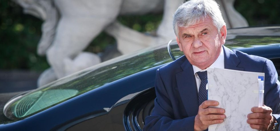Ministr Jahnátek je spojkou Bonulu do nejvyšších pater slovenské politiky a díky němu začal získávat lukrativní státní zakázky