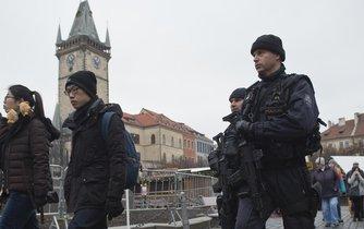 Bezpečnostní opatření provázely Česko časem Vánoc i oslavami Nového roku.