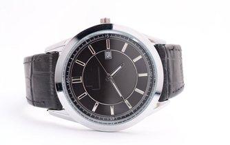 """Hybridní hodinky vypadají jako klasické náramkové, ve spojení s telefonem však skrývají mnoho """"chytrých"""" funkcí (ilustrační foto)"""