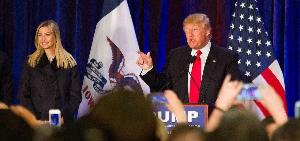 Republikánský kandidát na prezidenta Donald Trump s dcerou Ivankou