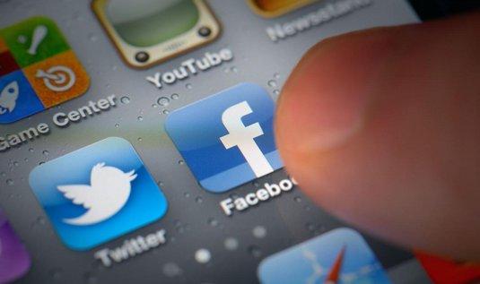 Facebook se jeví jako rychlejší forma komunikace než email.
