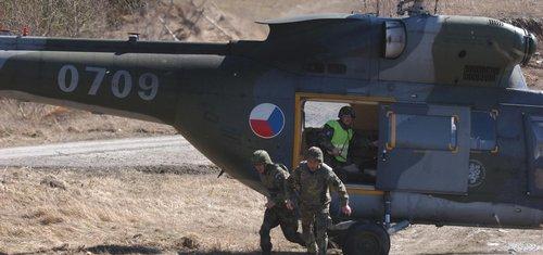 Stropnickému se více peněz pro armádu hodí, nakoupí desítky vrtulníků