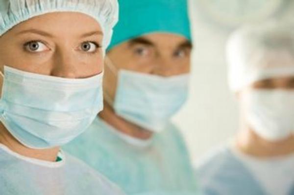 lékaři, sestry