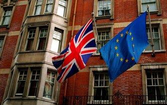 Vlajky Velké Británie a Evropské unie