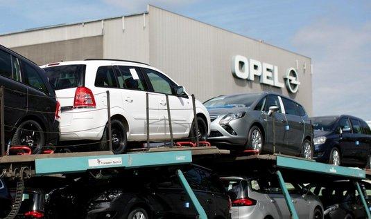 Opely Zafira při expedici z továrny v Bochumi
