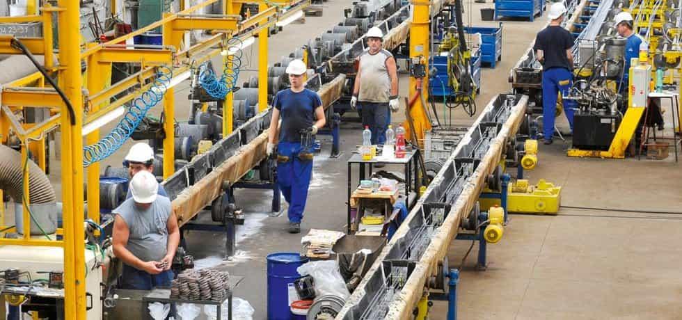 Obří poptávka. Výrobní podniky se aktivně snaží o nábor zahraničních pracovníků. Hrozí, že nestihnou dodat včas zakázky.