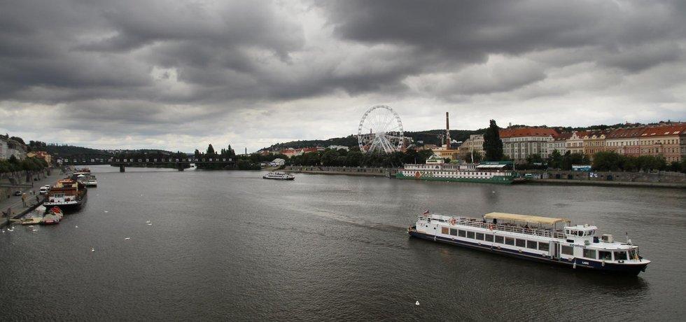 Vizualizace záměru stavby ruského kola na vltavském nábřeží