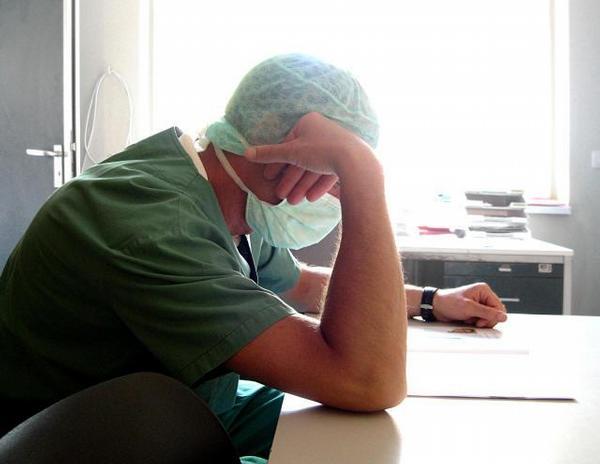 lékař, únava, přesčasy