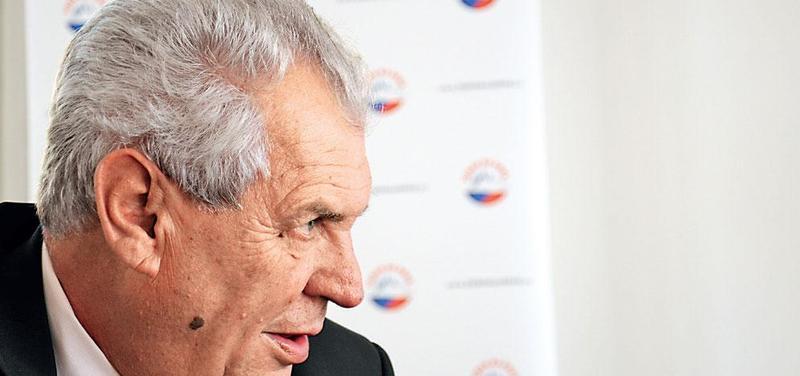 Zeman složil prezidentský slib. Hodlá bojovat s kmotry, neonacisty i médii. Ukáže se však, že má co dělat sám se sebou.