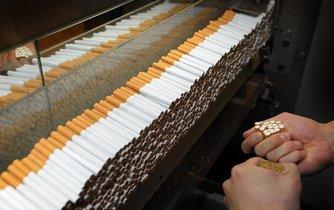 Kontrola jakosti v továrně British American Tobacco v německém Bayeruthu
