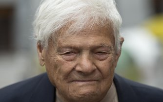Pamětník holokaustu Jiří Brady byl hostem talkshow Jana Krauze. Ve vyhrazeném vysílacím čase však televize pořad neodvysílala.