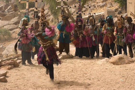Dogoni žijí na území u malijsko-burkinafaské hranice.