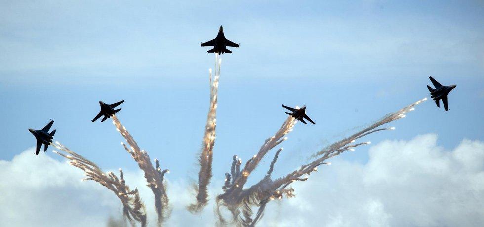 Ruské stíhačky Su-27 na aerosalonu MAKS