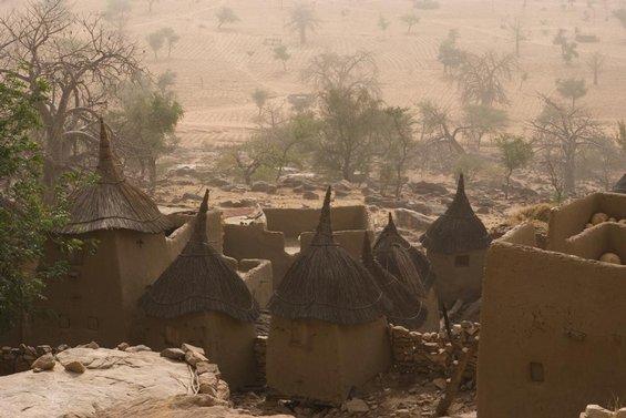 Vesnice Neni na úpatí útesu Bandiagara.