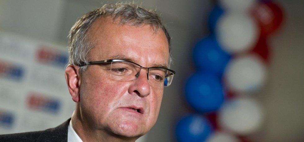Předseda TOP 09 Miroslav Kalousek není spokojen s výsledky krajských a senátních voleb.